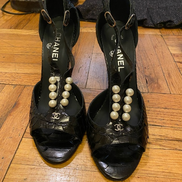 CHANEL pearl open toed pumps